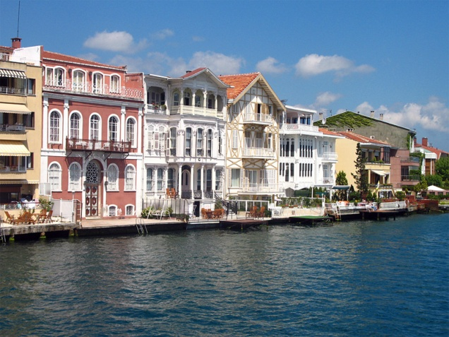 bosporus-houses-file000347617856