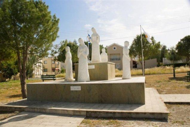 phoca_thumb_l_mana-monument-1